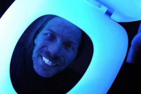 Glow-in-the-dark toilet seat