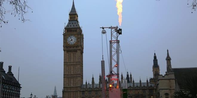 Popular - Greenpeace installs life-like fracking rig at Parliament Square
