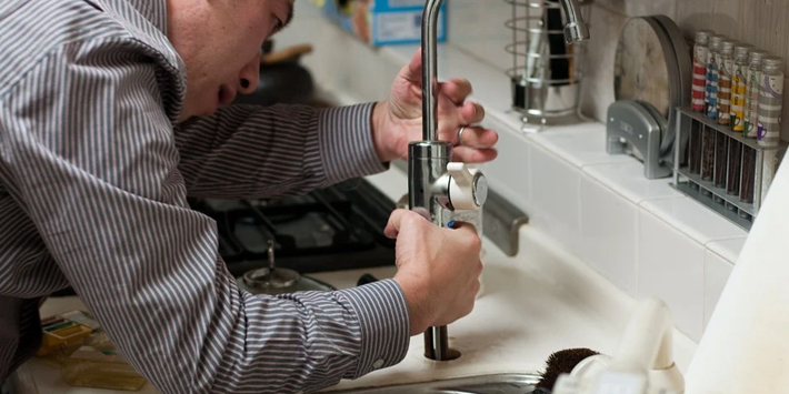Popular - 7 in 10 Brits would leave plumbing to the professionals